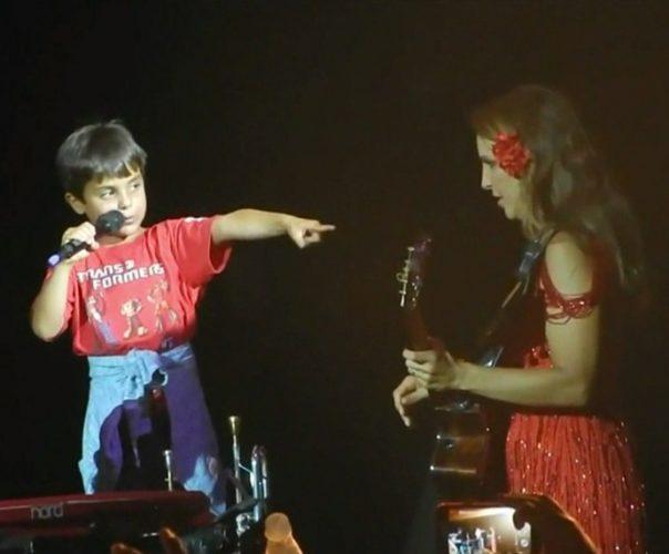 A cantora e o filho Marcelo em um show (Foto: Divulgação)