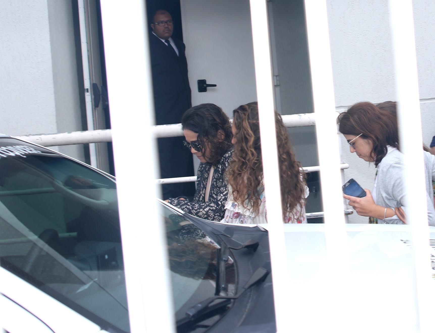 Luciana Lima, mulher de Domingos Montagner, chega ao velório (Foto: AgNews)