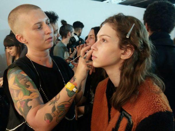 Amanda Schon assina a beleza da A.Brand (Foto: Leonardo Rocha)