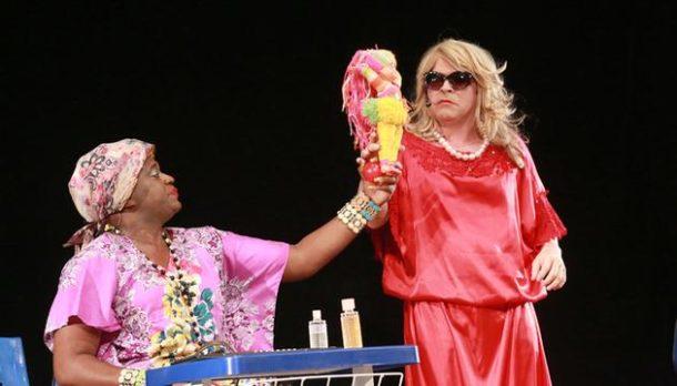 A peça retrata com humor as diferenças das classes sociais (Foto: Divulgação)