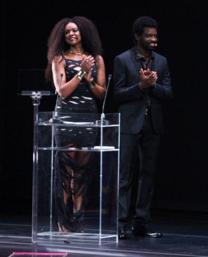 Cris Vianna e Fabricio Boliveira apresentaram o prêmio (Foto: Anderson Borde/AgNews)