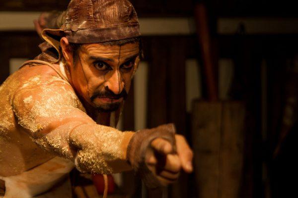 """O ator Alexandre Guimarães estrela a peça """"O Açougueiro"""" (Foto: Divulgação)"""