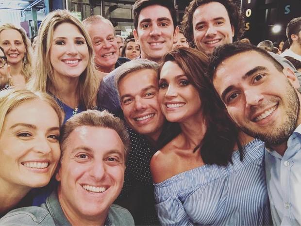Elenco se reuniu para gravar vinheta de final de ano (Foto: Instagram)