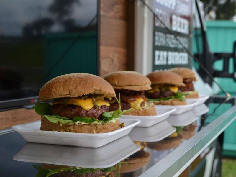 Neste domingo, ocorre a final do Burger Combat que irá eleger o melhor hambúrguer (Foto: Reprodução)