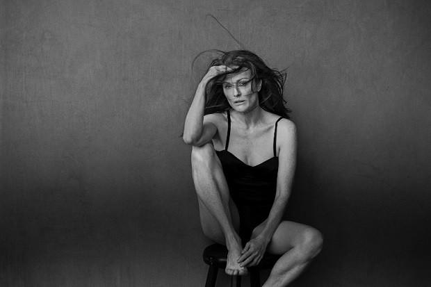 Julianne Moore também participou da sessão de fotos (Foto: Peter Lingdbergh)