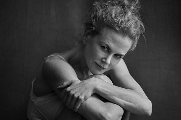 Nicole Kidman posa sem maquiagem para o calendário Pirelli (Foto: Peter Lindbergh)
