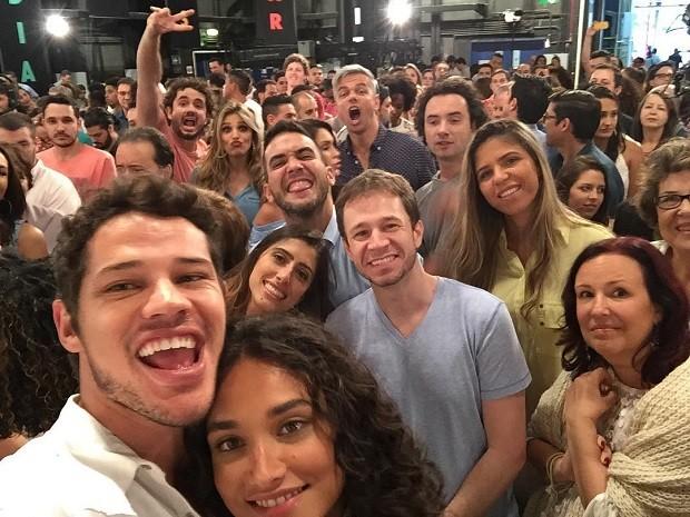 José Loreto e Débora Nascimento mostram bastidores (Foto: Instagram