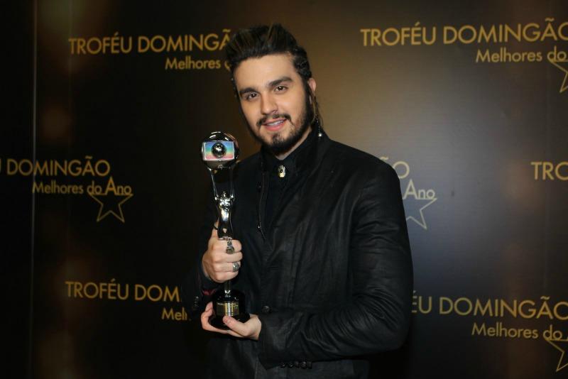 Luan Santana leva dois prêmios na mesma noite (Foto: AgNews)