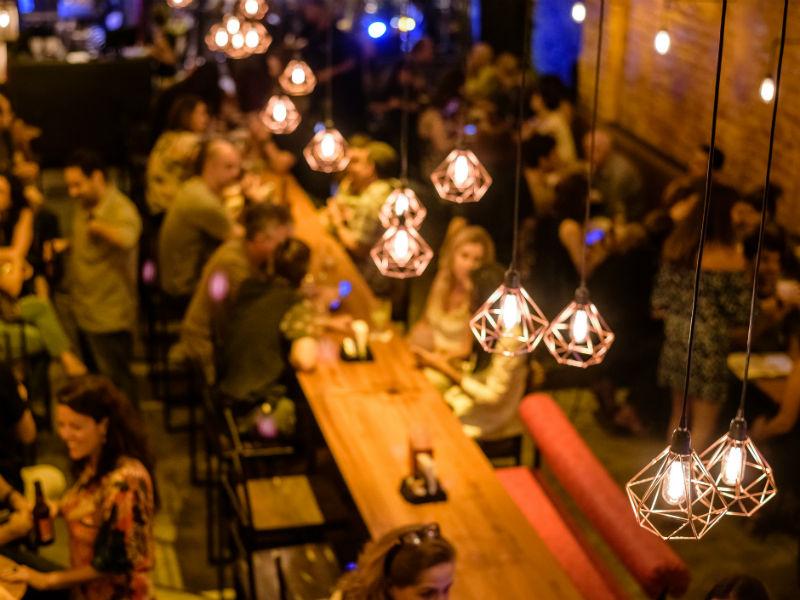 O Coordenadas Bar inaugurou em novembro na Rua da Passagem (Foto   Divulgação) 7dd182cfee2