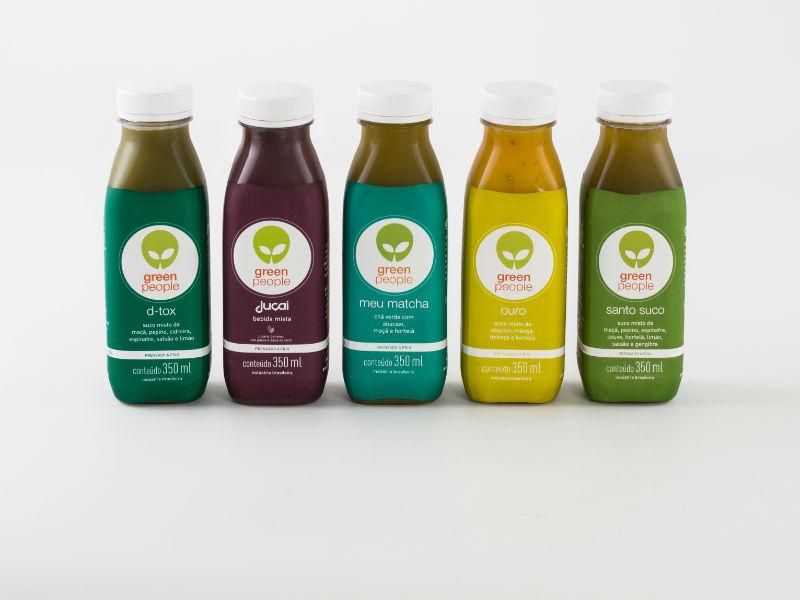 Os sucos da Greenpeople são presnados a frio. Assim, a empresária garante que os nutrientes e enzimas continua presentes mesmo após a fabricação (Foto: Divulgação)
