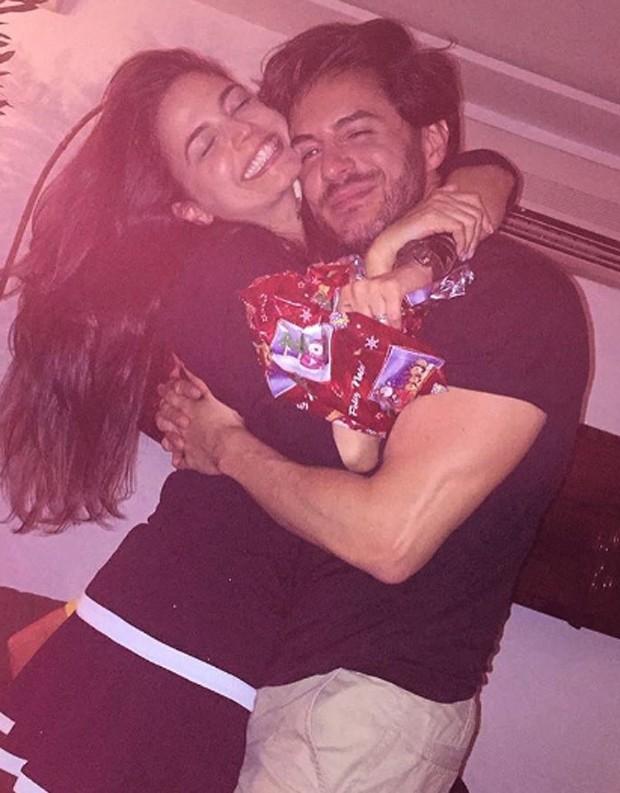 Emanuelle Araújo recebeu presente de amigo secreto de Ricardo Tozzi (Foto: Divulgação)
