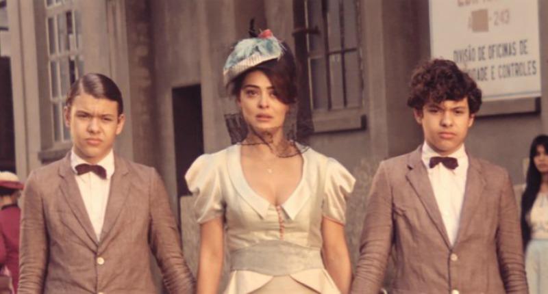 Na trama, Zana é mãe de Yaqub (Lorenzo Rocha) e Omar (Enrico Rocha) (Foto: Divulgação)