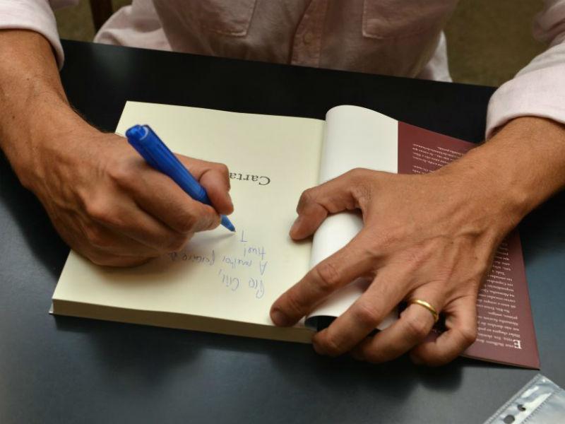 """Luís Ernesto Lacombe lançou o livro """"Cartas de Elise"""" que narra os dramas de sua bisavó alemã durante a Segunda Guerra Mundial (Foto: Cristina Granato)"""