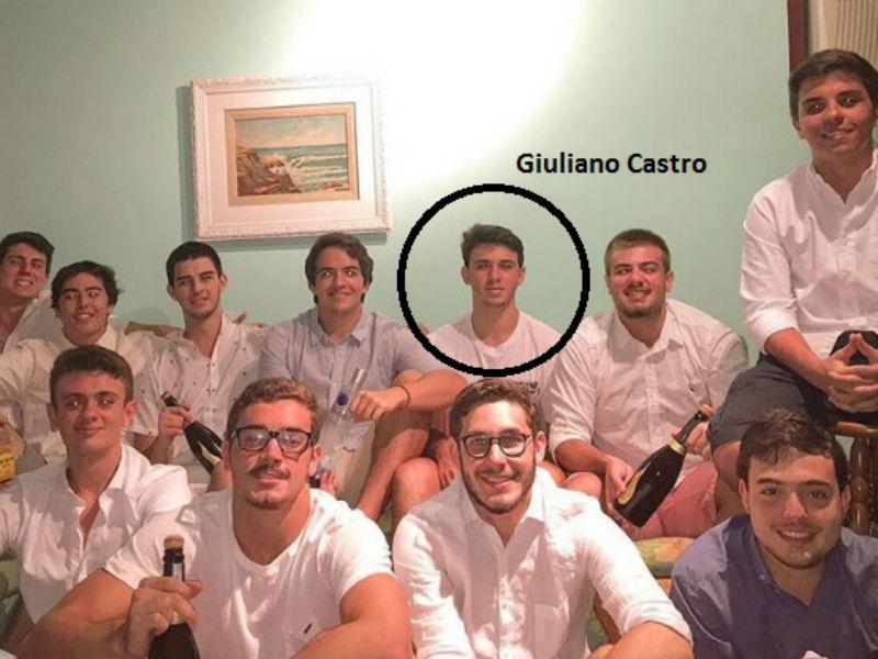Vinícius Bonemer, Giuliano Castro e os amigos no réveillon em Búzios (Foto: Reprodução/Instagram)