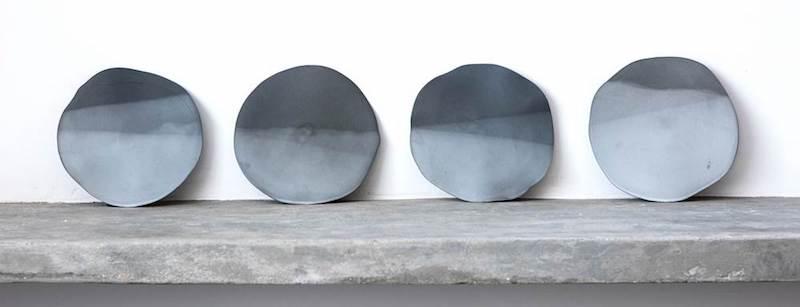 Newton Lima segue seu garimpo de olhar apurado e apresenta as obras poéticas da ceramista Heloisa Galvão e os vasos de papel da Opotte