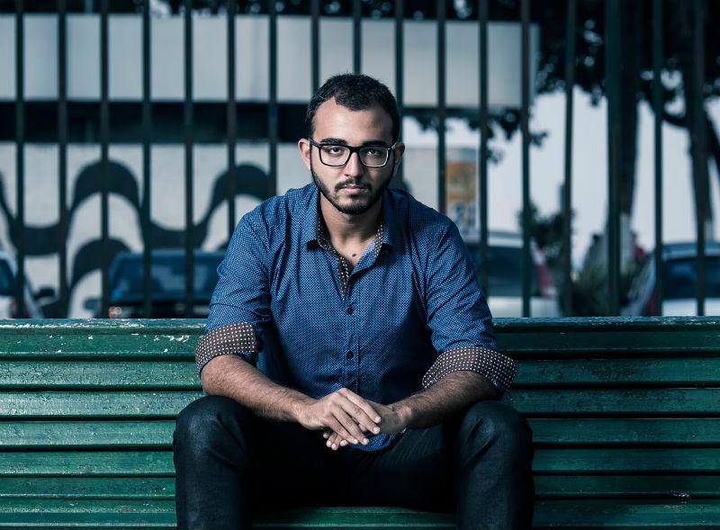 Com segunda obra adaptada ao teatro, Raphael Montes reflete sobre as relações modernas e faz planos para o futuro