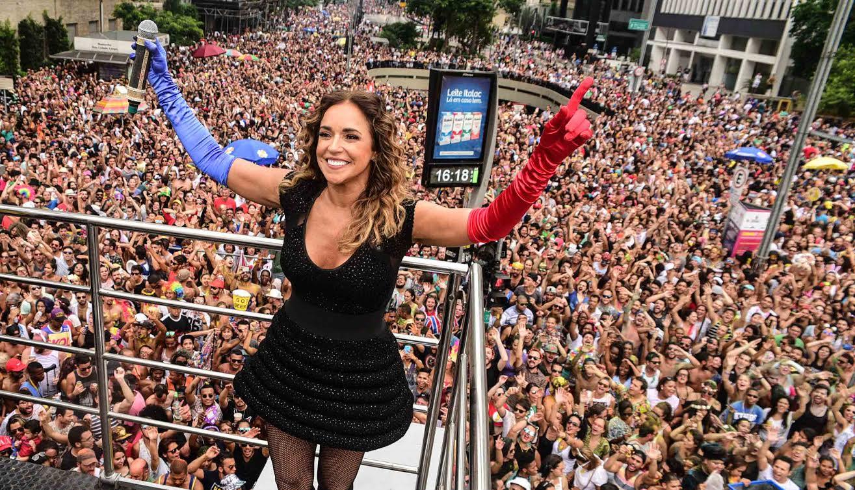 Daniela Mercury coloca uma multidão para dançar nas ruas de São Paulo e o nosso amado DJ Zé Pedro conta o que viu lá de cima do trio da rainha má