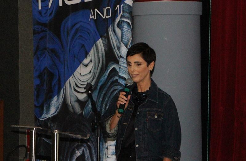 Lilian Pacce abre o Vitória Moda Ano 10 falando sobre o jeans ontem e hoje (Foto: Henrique Fonseca)