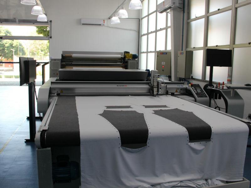 Com o maquinário da Indústria 4.0, é possível fazer de moda-praia a vestidos de noiva (Foto: Divulgação)