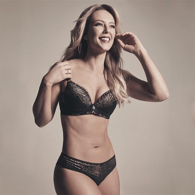 Uma foto publicada na qual ela aparece em uma campanha de lingerie da grife  Nayane. Belíssima 80d62943755