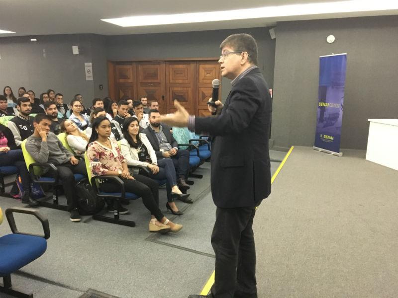 Luiz Eduardo Rubião falou sobre as mudanças exponenciais na formação e na carreira dos engenheiros químicos (Foto: Heloisa Tolipan)