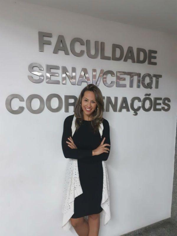 Melissa Silva é especialista em gestão de pós-graduação de Design de Moda do SENAI CETIQT (Foto: Divulgação)