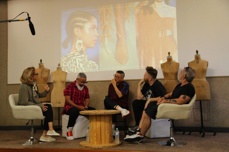 Daniel Ueda contou sua experiência como stylist e, ao lado dos coaches, desvendou questões para os alunos do projeto (Foto: Rafael Aguiar)