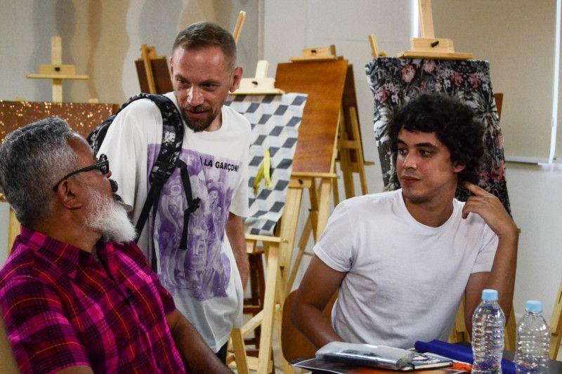 Max Blum conversa com Ronaldo Fraga sobre trilhas inovadoras para o desfile do SENAI Brasil Fashion (Foto: Anna Castro)