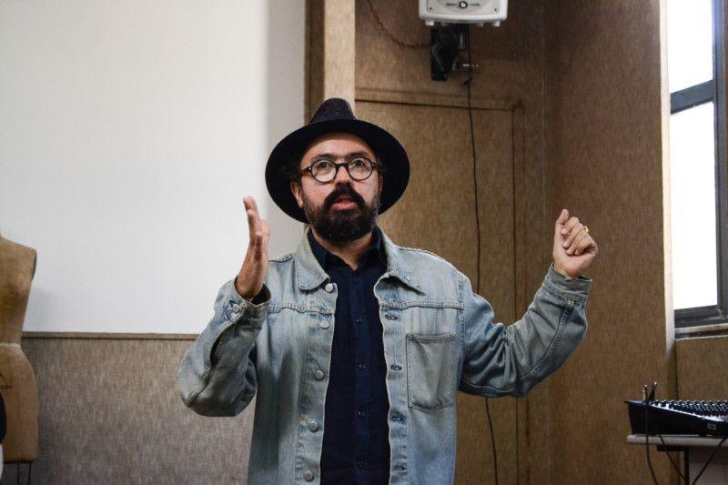 Jackson Araujo, diretor criativo e mediador da palestra (Foto: Anna Castro)