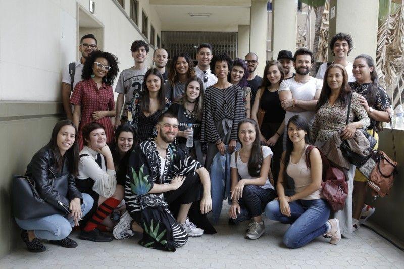 As 12 duplas de estudantes - estilistas e modelistas - selecionadas para participar do SENAI Brasil Fashion, uma oportunidade de aprender diretamente com profissionais renomados e uma porta aberta para o mercado de trabalho (Foto: Rafael Aguiar)