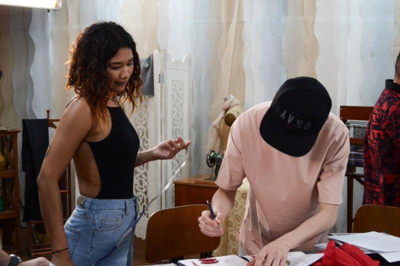 Tamires Sousa e Maurício Caetano vieram de São Paulo participar do SENAI Brasil Fashion e trazem o beachwear em suas peças (Foto: Anna Castro)