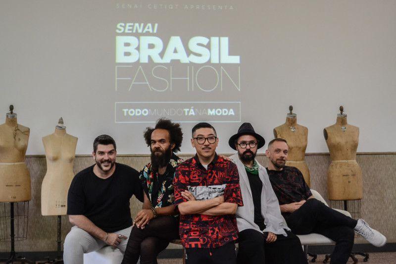 Os consultores Ed Benini, Wilson Ranieri, Daniel Ueda e Max Blum com Jackson Araujo (Foto: Anna Castro)