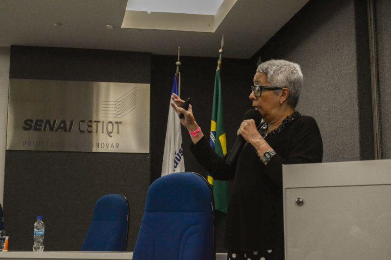 A consultora Christina Rangel acredita que os ruídos na comunicação entre setores atrasa os processos e desgasta relações profissionais (Foto: Anna Castro)