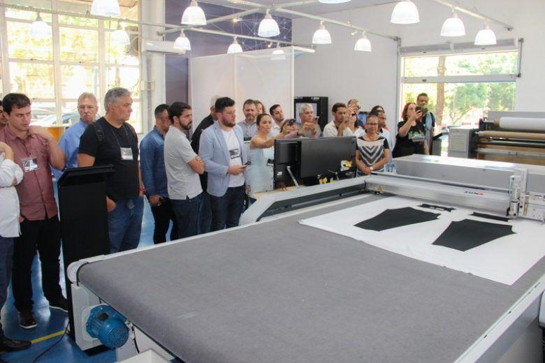 Empresários e profissionais do setor de confecção conheceram a Planta Modelo de Confecção 4.0 e visitaram o laboratório do IST