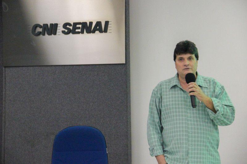 O professor coordenador adjunto da pós-graduação em engenharia sanitária e ambiental da UERJ,. Adacto Ottoni, realizou a palestra sobre soluções sustentáveis na redução das diferenças (Foto: Tiago Lontra)