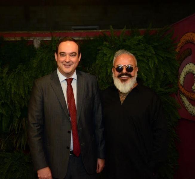 O presidente da FIEMG, Flávio Roscoe, com o diretor criativo do Minas Trend, o estilista Ronaldo Fraga (Foto: Divulgação)