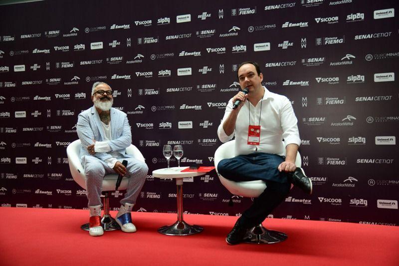 O diretor criativo do Minas Trend, Ronaldo Fraga, e o presidente da FIEMG, Flávio Roscoe (Foto: Sebastião Jacinto Júnior)