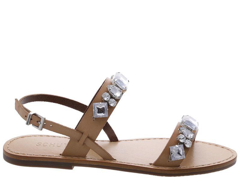 A coleção Verão 2019 tem brilho e conforto. A sandália rasteira glam é um exemplo desta combinação
