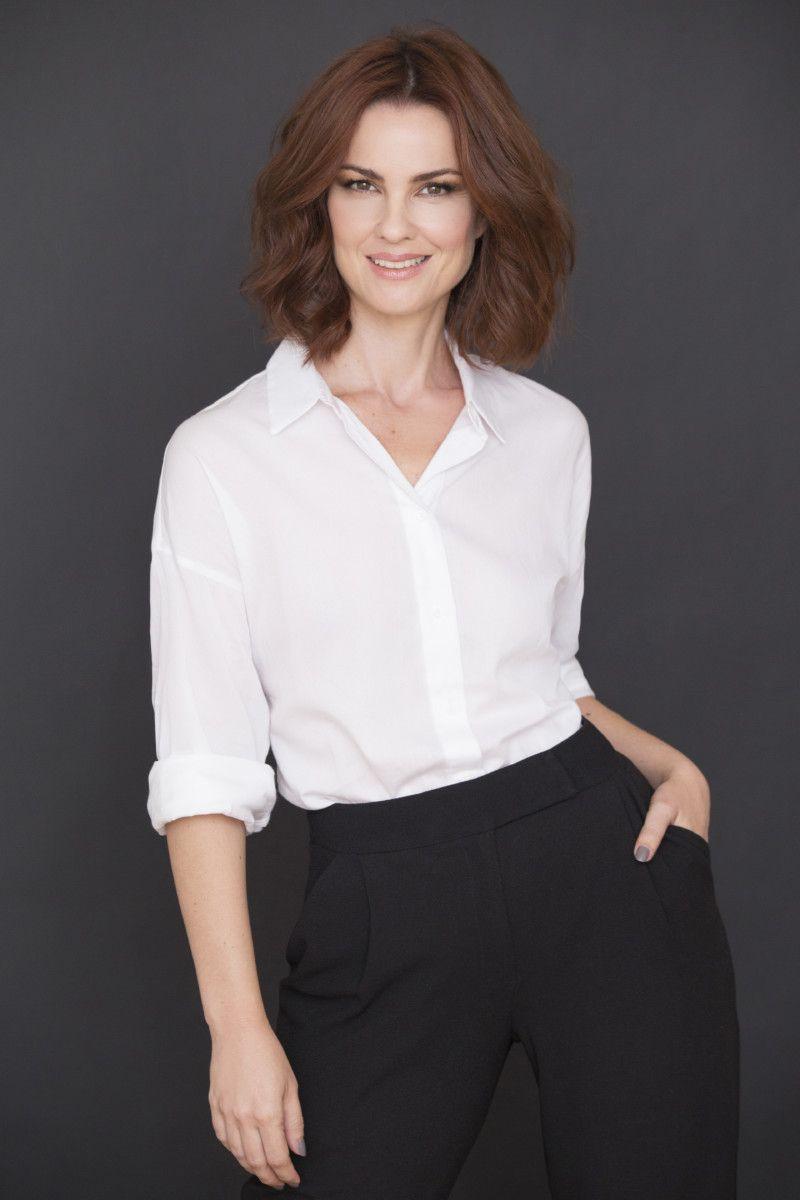 Carolina Kasting está morando em Portugal e atuando em novelas (Crédito: Faya)
