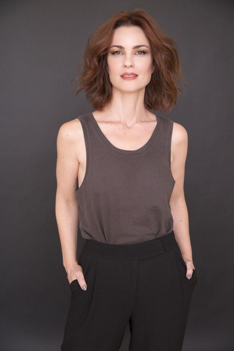 A atriz interpreta a traficante de órgãos Camila na novela portuguesa Valor da Vida (Crédito: Faya)