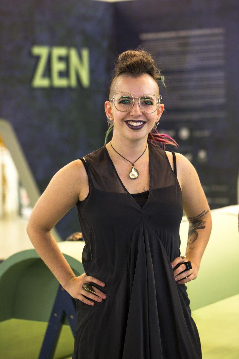 A designer Julia Webber à frente do Projeto Referências Brasileiras, que decodificou os signos identificados no Sertão Baiano