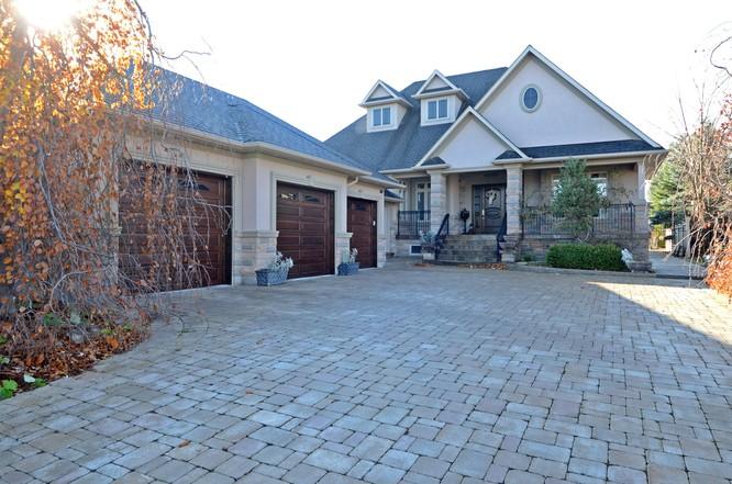 4BR Home for Sale on 312 Treelawn Boulevard, Kleinberg