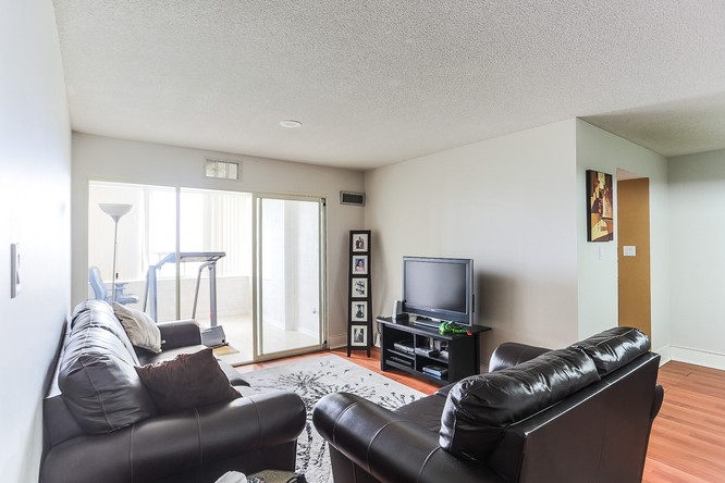 bed, 2 bath Brampton Condo