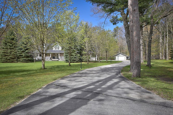 3BR Home for Sale on 450 Golf Course Road, Wasaga Beach