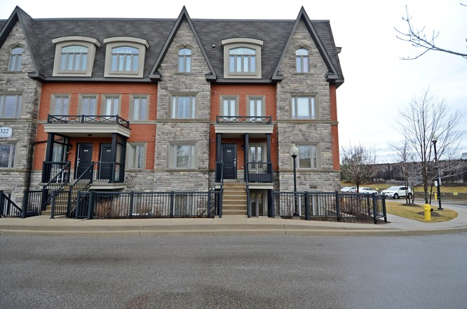 2BR Condo for Sale on 322 John Street #131, Thornhill