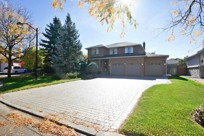 4BR Home for Sale on 18 Dumfries Drive, Markham