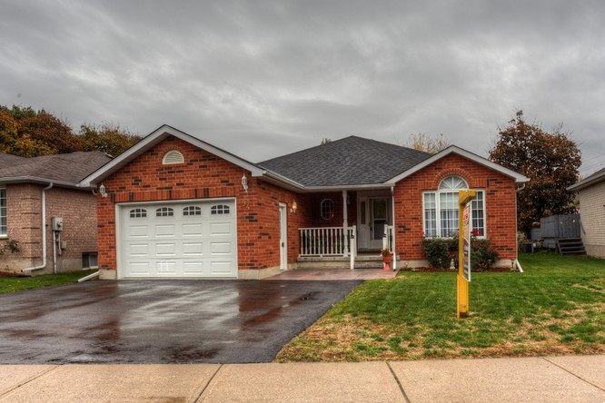 2BR Home for Sale on 94 Ontario Street South, Alliston