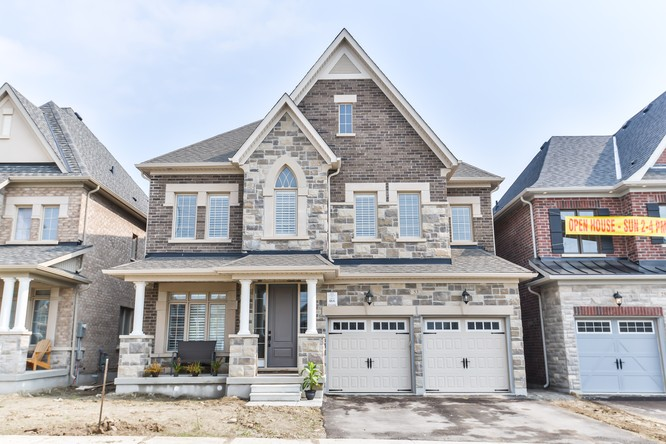 4BR Home for Sale on 53 Russell Parker Crescent, Aurora