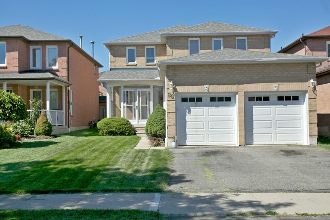 89 Sullivan Drive, Ajax ON
