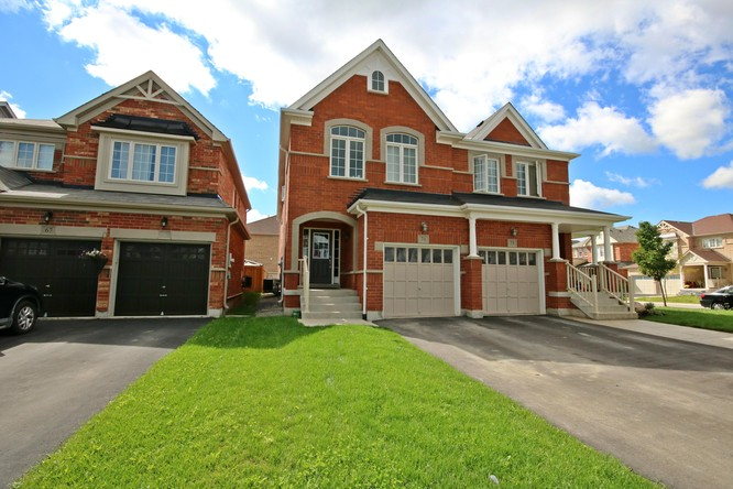 4BR Home for Sale on 71 Acorn Lane, Bradford